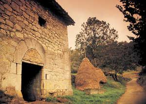 113.  La calidad y el trabajo de la piedra empleada en los caserios mas antiguos es superior a la de epocas mas recientes.