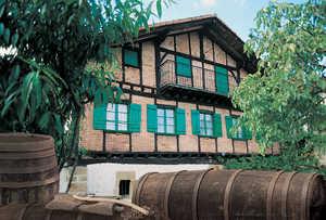 116.  Ierobi Haundi (Oiartzun) es uno de los mejores ejemplos de estructuras de entramado cuajadas de ladrillo realizados en el siglo XVII.