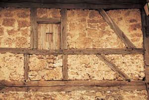 117. Fragmento de entramado relleno de piedra porosa de toba en Altzo Muño.