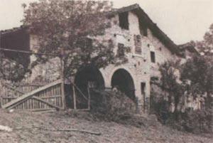 125. Eguren (Bergara) pertenece a la primera generacion de caserios con arcos que a mediados del siglo XVII se popularizaron en la cuenca superior del rio Deba.
