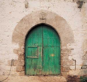 26.Caserio Legarre (Altzo), construido a principios del siglo XVI. Los caserios mas antiguos de Guipuzcoa tienen grandes puertas de entrada con arcos ojivales de piedra labrada.