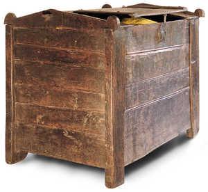 29.Troje del siglo XVII. Los trojes eran grandes arcones desarmables en los que se almacenaban las reservas de trigo de la familia. Se guardaban en el camarote o en la bodega del caserio.