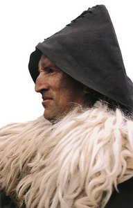 34.Carboneros, ferrones, pastores y arrieros convivian con los labradores en los  montes de Guipuzcoa, disputandose las reducidas riquezas naturales de la tierra.