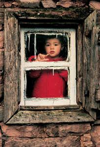 40.A fines del siglo XIX la difusion de las ventanas de cristal llevo la luz al interior de los viejos caserios.