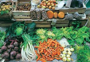 44.Mercado de la Brecha de Donostia. El cultivo y comercializacion de los productos de la huerta es una tarea femenina en los caserios vascos.