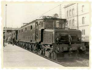 27. An electric engine from the 7.200 series for passenger trains belonging to the Northern Railway Company.