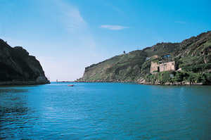 27. Entrance canal to the port of Pasaia. On the right are the ruins of St. Elizabeth's Castle.© Gorka Agirre
